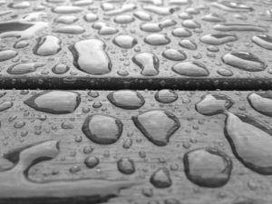 Water-beading-on-surface_grey
